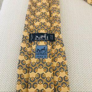 Hermès Silk Tie: Equestrian Horseshoes & Shapes